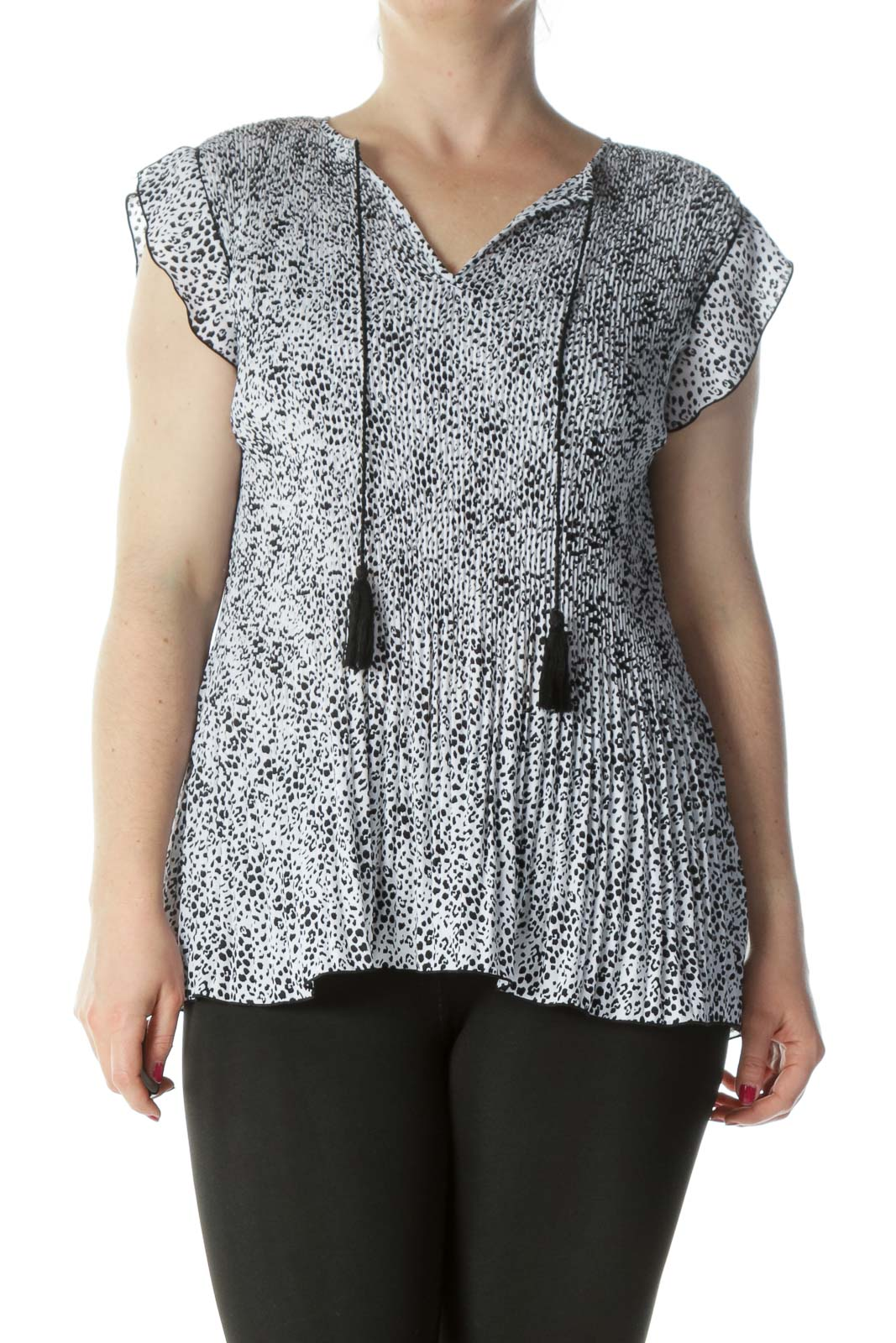 Black White Printed Ruched Short-Sleeve Flared Top Front