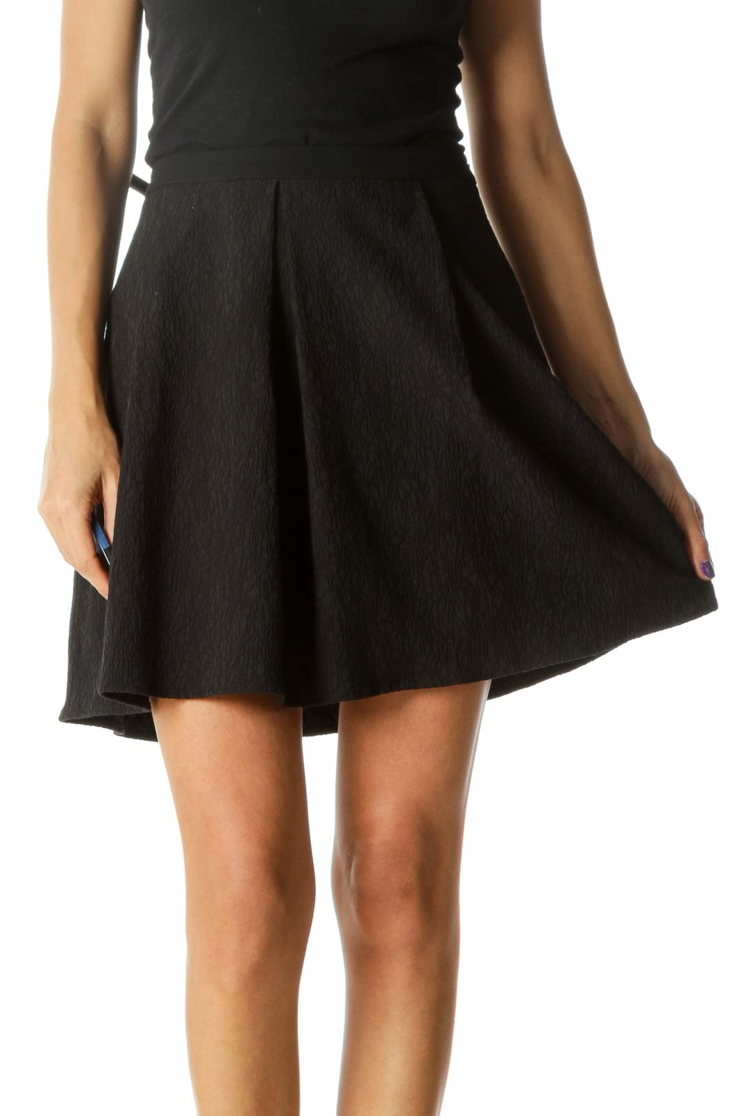 Black Textured Cinched Waist Pleated Skirt Front