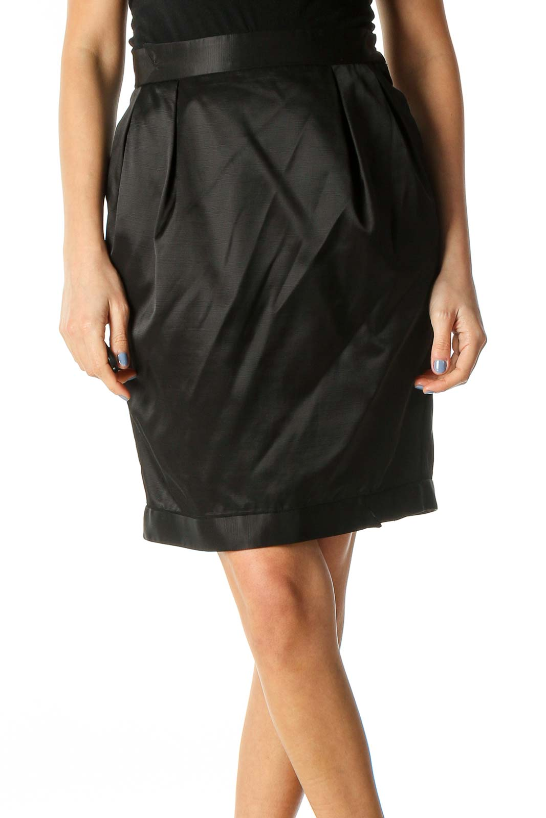 Black Pleated Pocketed High-Waisted Skirt Front