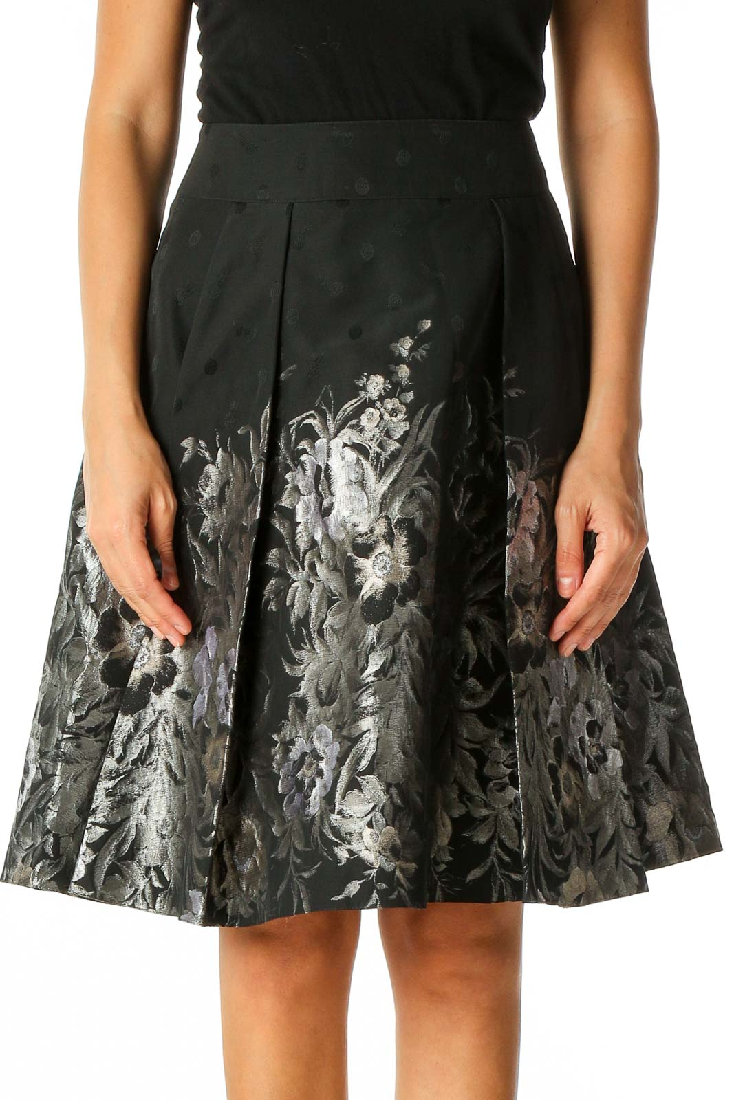 Black Textured Retro Pleated Skirt Front