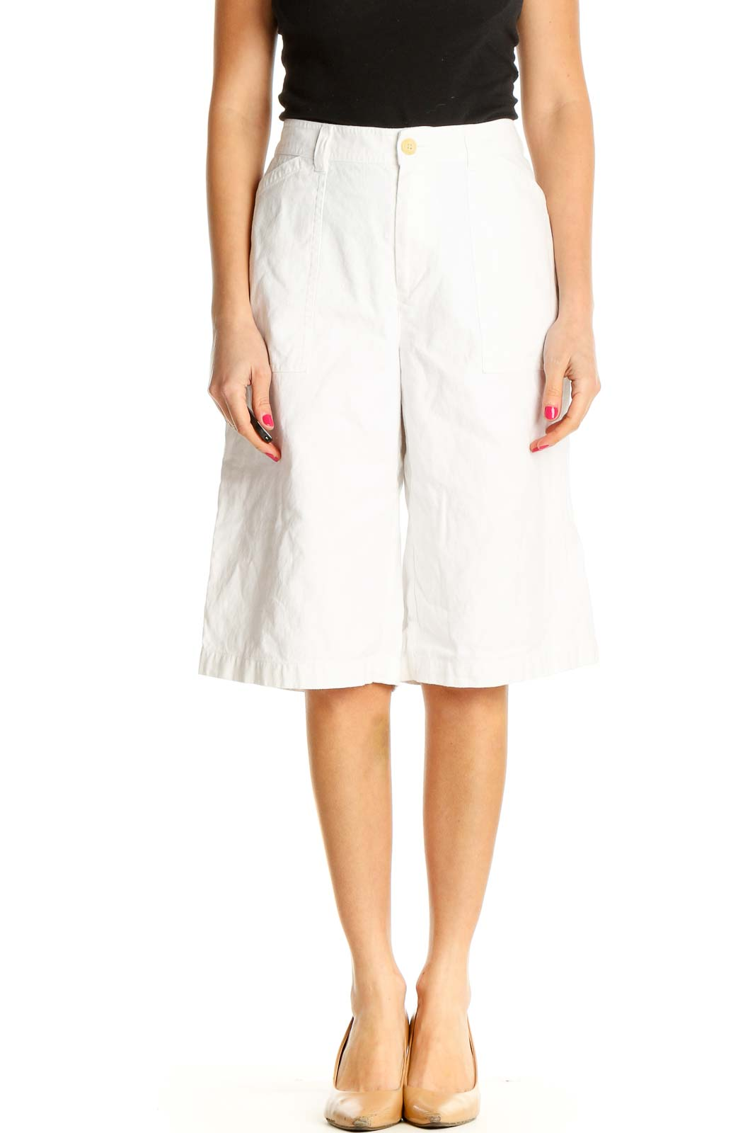 White Solid Casual Shorts Front